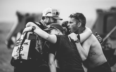 Hannamiina Tanninen embraces fellow runners. Runners give tips on how to ignore pain, instead of advising friends to stop when it hurts. Photos: Thiago Diz/RacingThePlanet