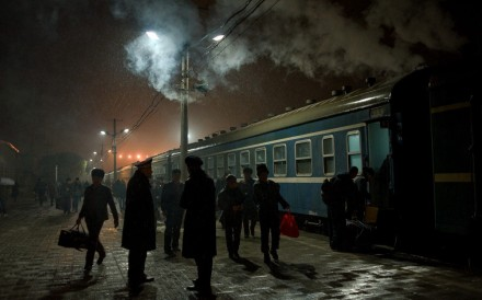 People board train No 7558 (Kashgar to Urumqi) at Kashgar railway station, in the Xinjiang Uygur autonomous region, in November 2013. Photo: Qian Haifeng