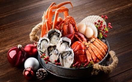 Alibi offers a seafood dinner buffet.