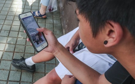 Handheld electronic devices have dramatically altered how we are entertained and get information. Health experts recommend screens should be used for just two hours a day for recreation. Photo: Jonathan Wong