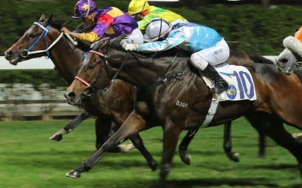 After Me (outside) swamps his rivals to win at Happy Valley on Wednesday. Photo: Kenneth Chan