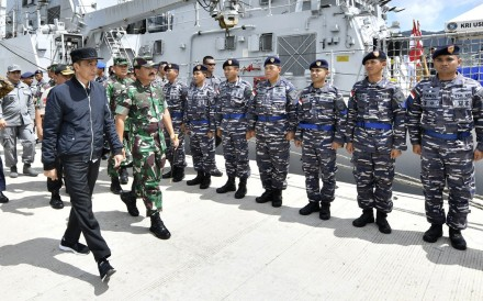 Widodo inspects troops in the Natunas. Photo: AP