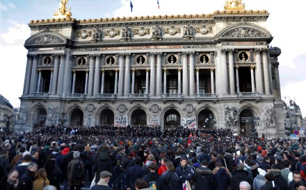 Musicians of the Paris Opera's orchestra play an improvised open-air concert to protest the government's proposed pension reform. Photo: Reuters