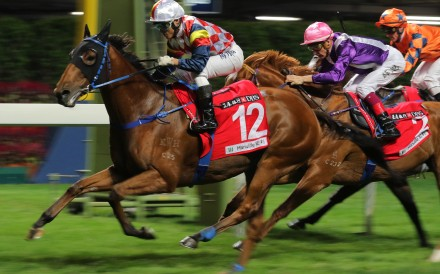 Hardly Swears salutes under Keith Yeung at Happy Valley. Photos: Kenneth Chan