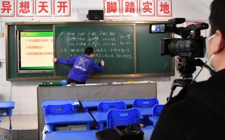 Physics teacher Zhao Chuanliang conducts online tuition for students at a high school in Zhengzhou, Henan Province, Feb. 2, 2020. As schools across the country are required to postpone the opening of the spring semester due to the coronavirus, online tuition has been promoted as an effective alternative. Photo: Xinhua