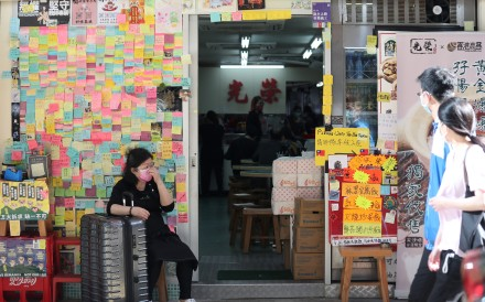 Kwong Wing Cafe in Tsim Sha Tsui, where a sign says staff only speak Cantonese. Photo: Xiaomei Chen
