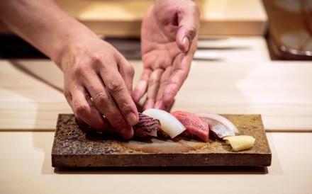 Akifumi Sakagami, a head chef at Sushi Ginza Onodera restaurant in Tokyo, makes a sushi set. Photo: AFP
