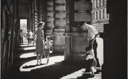 Walking Together (1958), featuring Central's original Prince's Building, which was demolished in 1963. Photo: Chung Man-lurk