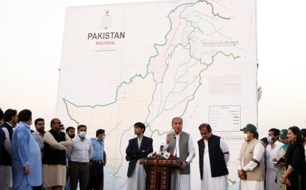 Pakistan's Foreign Minister Shah Mehmood Qureshi, centre, unveils the country's updated official map which for the first time includes large parts of Indian-administered Kashmir. Photo: EPA
