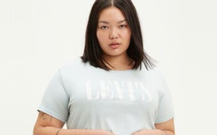 Plus-size T-shirt and denim pants from Levi's.