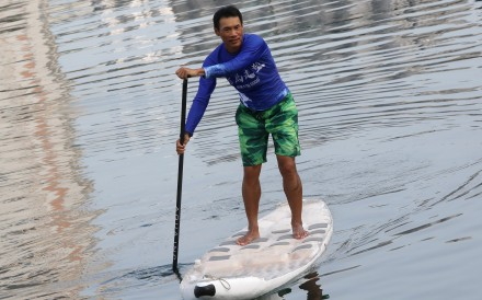 Wong Ho-fai arrives after 10 hours and 40 minutes of paddling around Hong Kong Island. Photo: K.Y. Cheng
