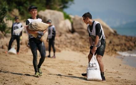 Ellen Hai-yee Lun's (left) determination to carry heavy sandbags brought a tear to the organiser's eye. Photos: Spartan Race