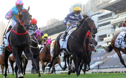 Healthy Happy (left) wins the Classic Cup on Sunday. Photos: Kenneth Chan