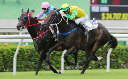 Sky Darci (outside) holds off Healthy Happy to win the Lion Rock Trophy. Photos: Kenneth Chan