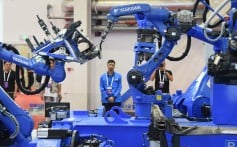 """Kinija privalo suvaldyti valstybines įmones, kad įgytų pranašumą technologijų kare, padėti tokioms privačioms įmonėms kaip """"Huawei"""" diegti naujoves"""