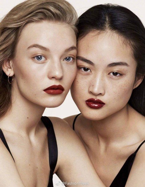 The model 'uglifying China' with her freckles - Inkstone