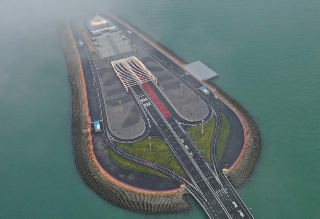 Hong Kong-Zhuhai-Macau Bridge seeks world-class tourist