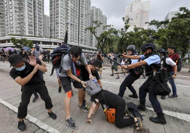 Surreal shopping center brawls rattle Hong Kong - Inkstone