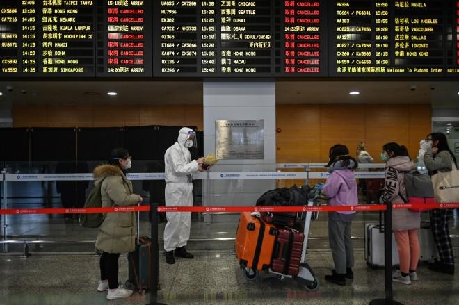 'Kami ditinggalkan': Orang Cina yang terdampar di luar negeri memprotes larangan