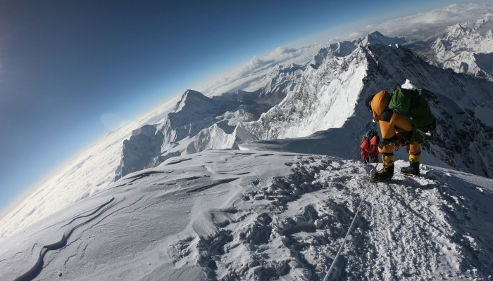 Abandoned tents and human waste piling up on Mount Everest