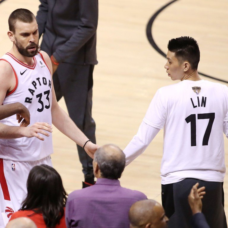 reputable site 6e152 65cc6 NBA fans think Raptors should've put Jeremy Lin in for game ...