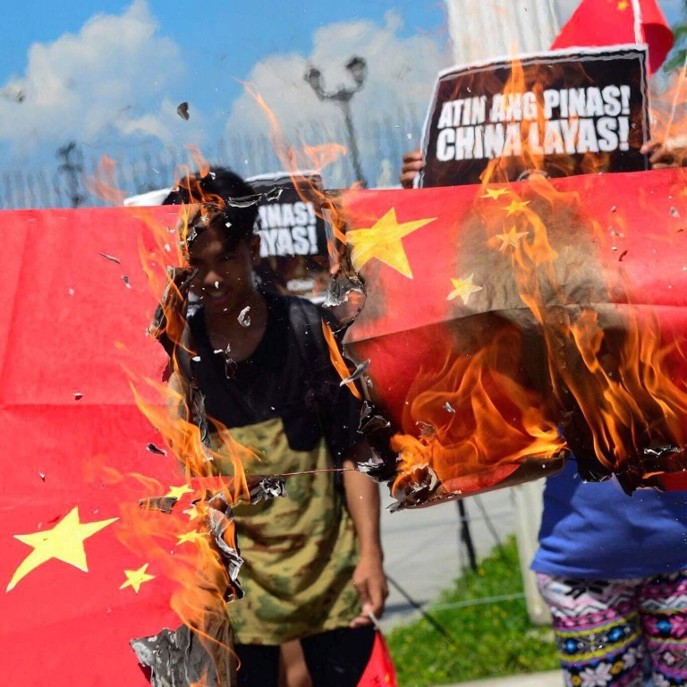 Filipinos burn Chinese flags in protest against Duterte's