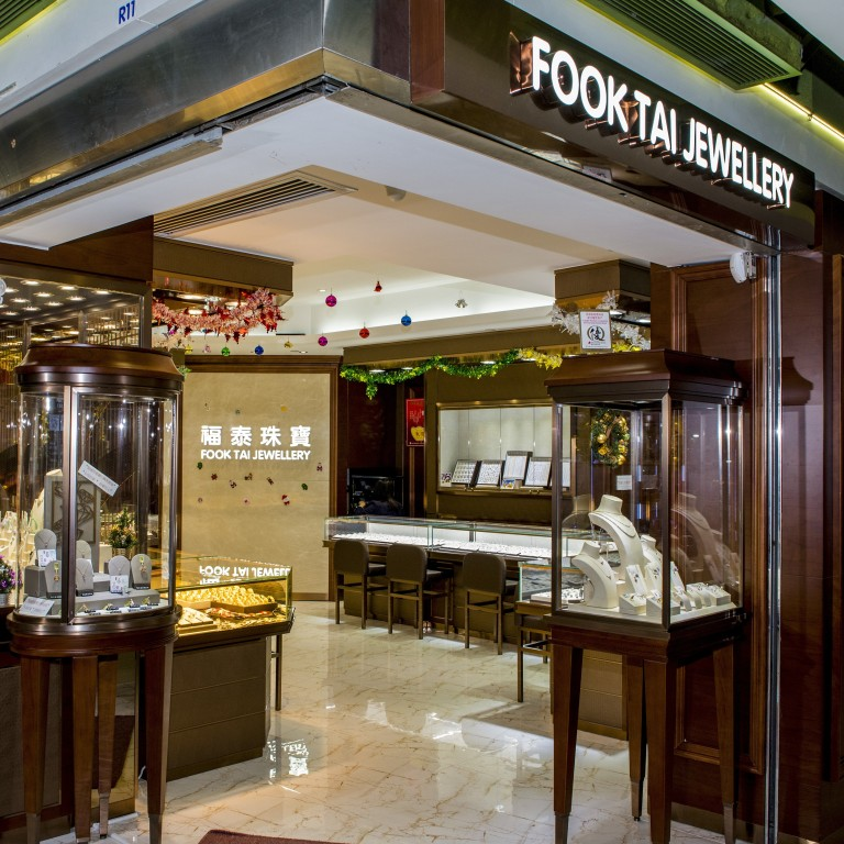 Customers Return To Hong Kong S Protest Hit Jewellery Shops To Sell Their Gold As Coronavirus Pushes Prices Sky High South China Morning Post