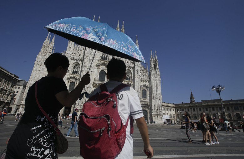 Chinese woman yelled at in Italy for trying to buy a bottle of water