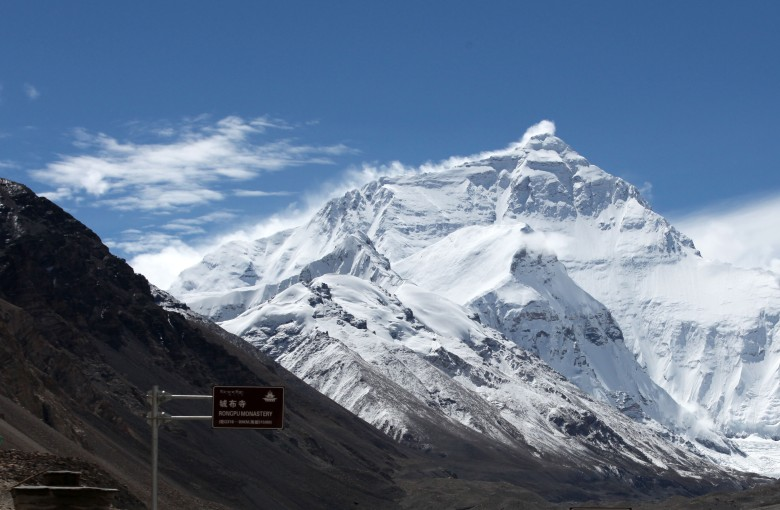 China requires Everest climbers to carry their waste out with them