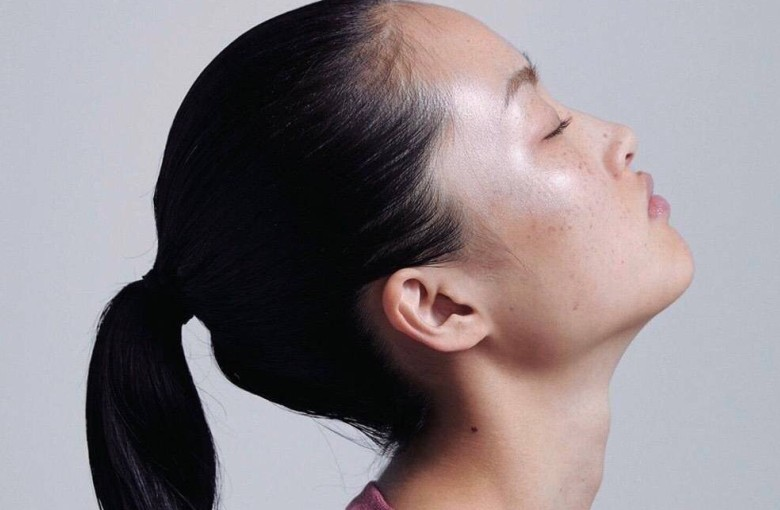 The model 'uglifying China' with her freckles