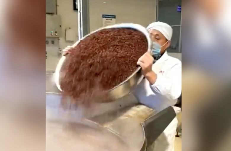 How it's made: hotpot soup