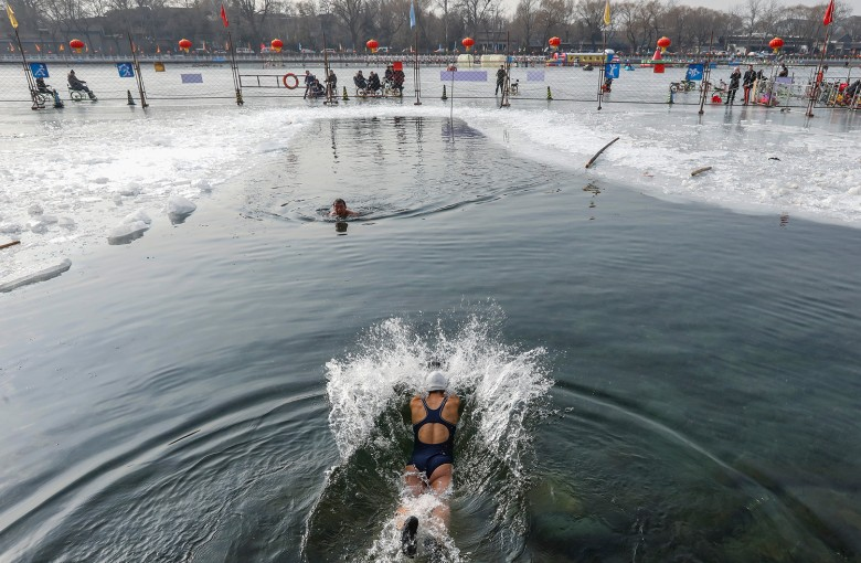 The Beijingers swimming through frozen lakes for their health