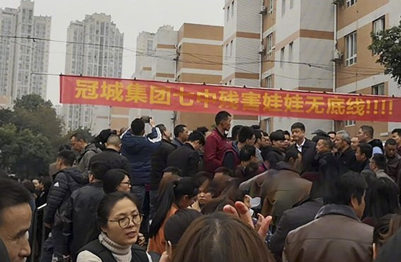 Chinese parents pepper sprayed over school protests