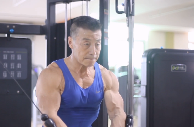 The Chinese bodybuilder who's 70 and lifts more than you do