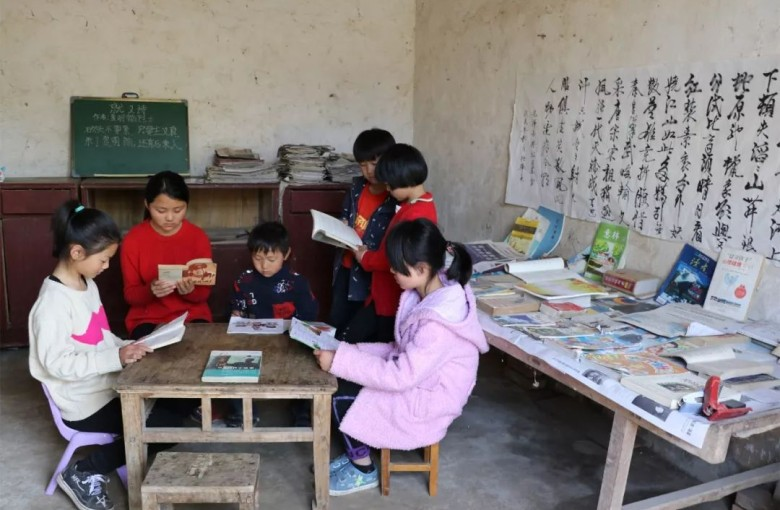These sisters in rural China made a library from trash