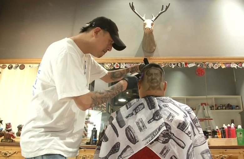 Chinese barber turns heads with shaving art