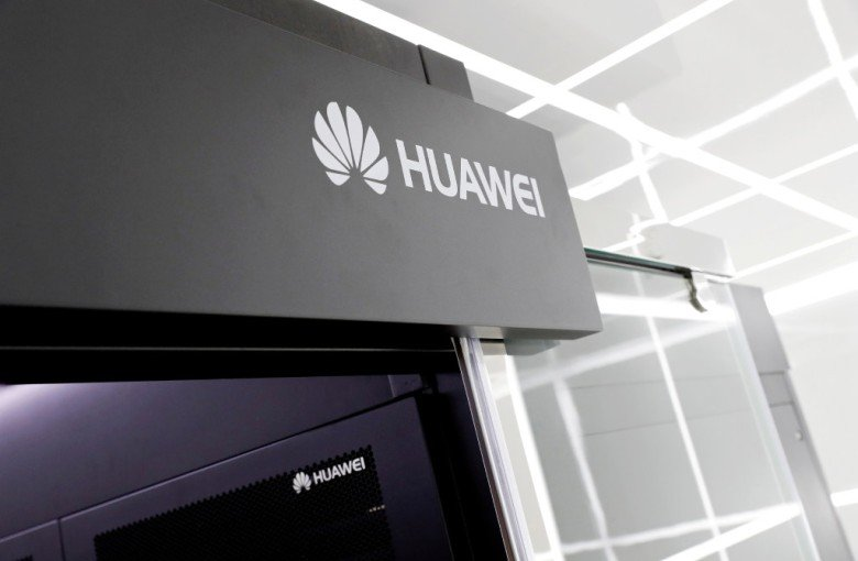 American and British spy chiefs play down a split over Huawei