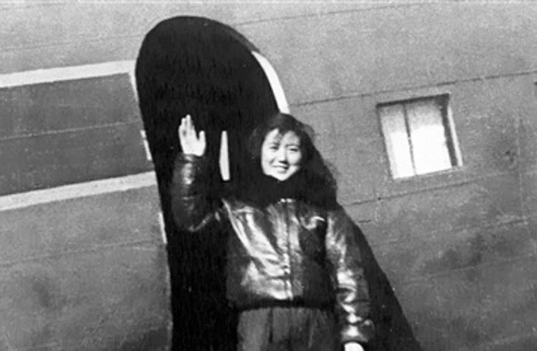 The granny pilot encouraging women to fly