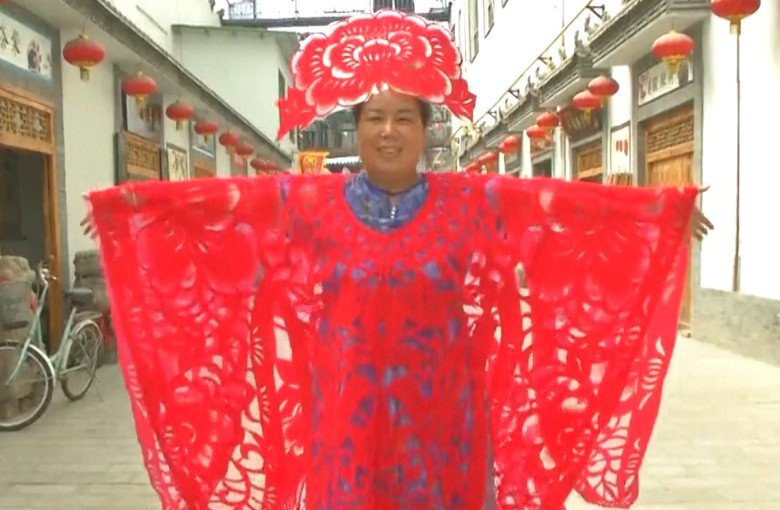 Incredible paper gowns by Chinese folk artist