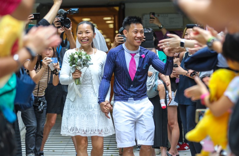 Hong Kong couple facing riot charges ties the knot