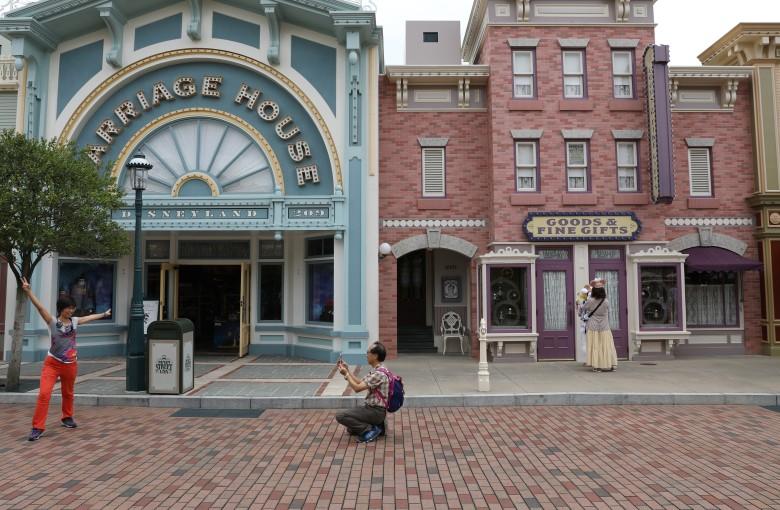 Hong Kong Disneyland left empty amid protests