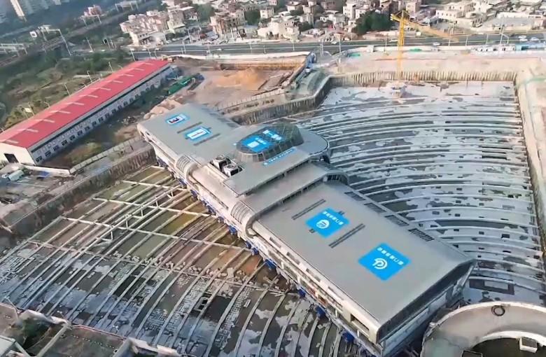 33,000 ton bus station's record-setting move