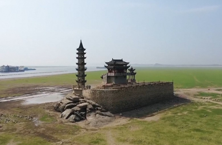 Historic island high and dry in China's largest lake