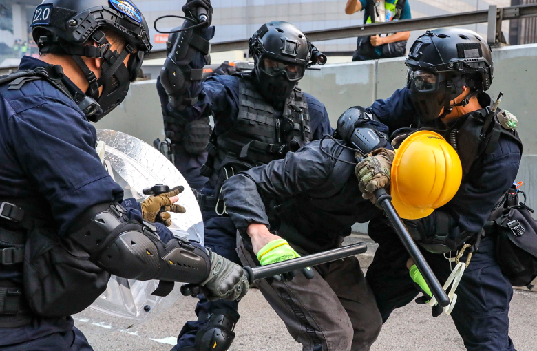 Tear gas, petrol bombs and mass arrests in Hong Kong