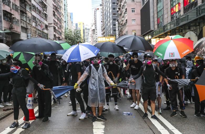 Hong Kong protesters defy anti-mask law