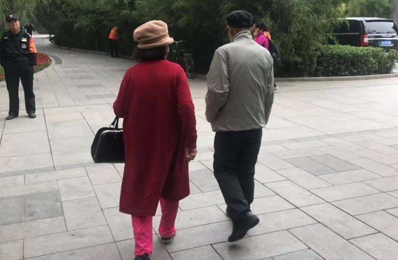 'Let's find somewhere private': Single, retired and looking for love in Beijing