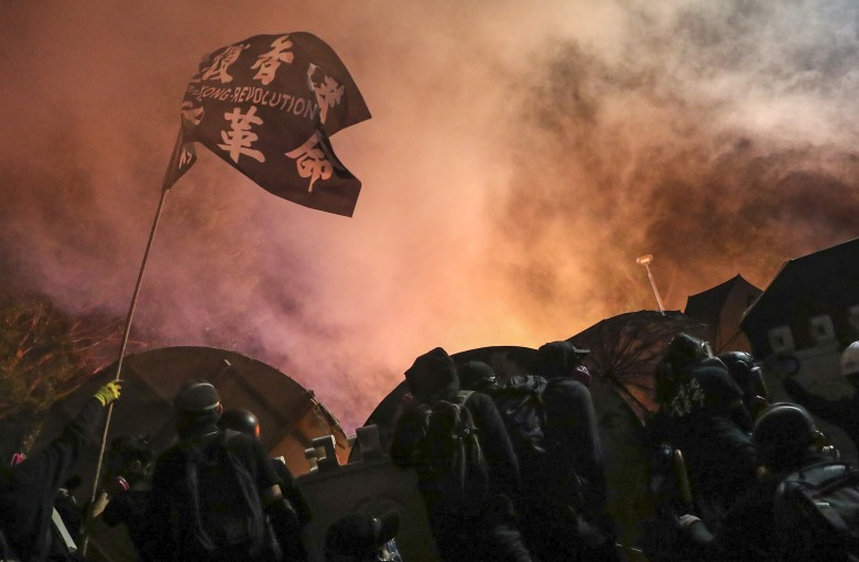 Battle for No 2 Bridge: Hong Kong student protesters clash with police