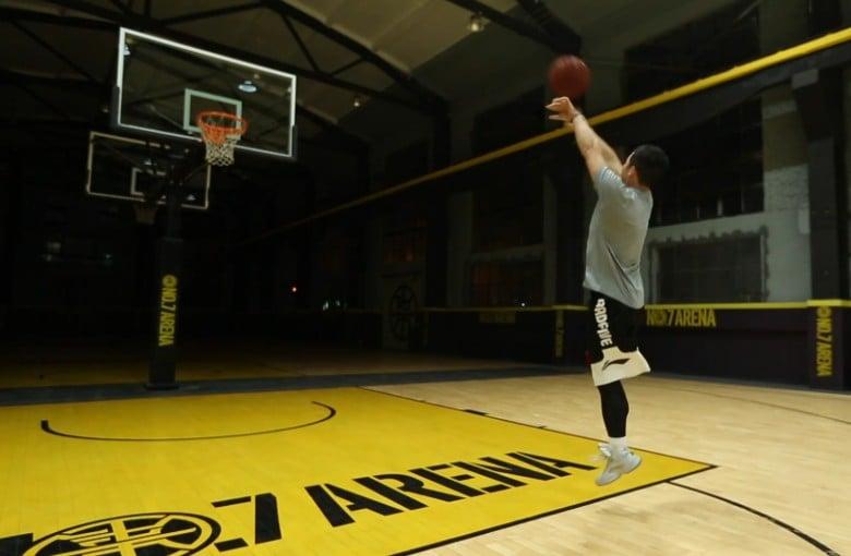 China's one-legged basketball player