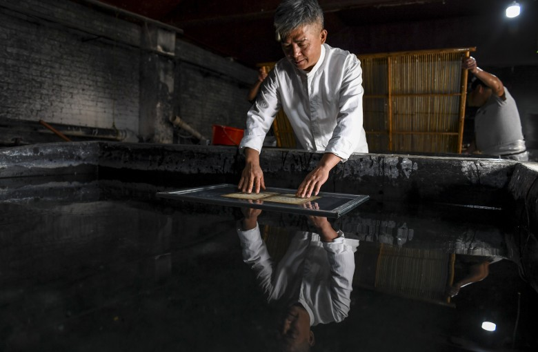 Making traditional Chinese paper