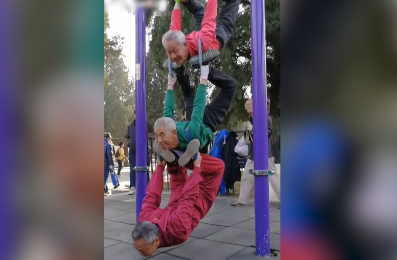 'Grandpas' in China show off their amazing street workout